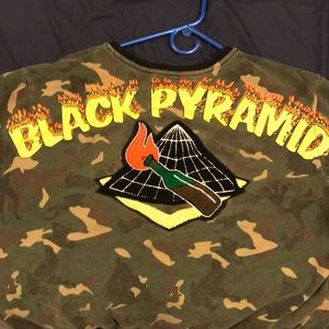 Xxl black pyramid sweater